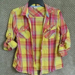 Women's plaid button up shirt